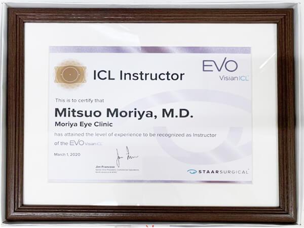画像:ICLインストラクターに認定医師による施術